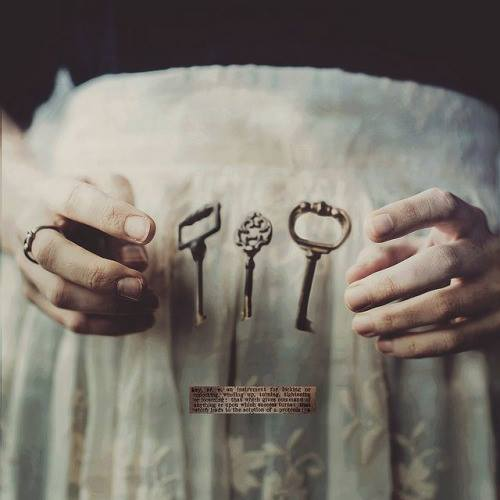 skeleton key telekinesis crone hands